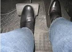 rem dan pedal untuk sekolah mengemudi mobil