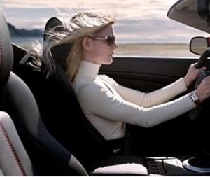 mengemudi mobil yang benar dan tepat