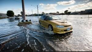 mobil di saat banjir