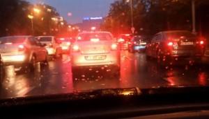 Tips Berkendara Pada Malam Hari dan Cuaca Hujan (1)